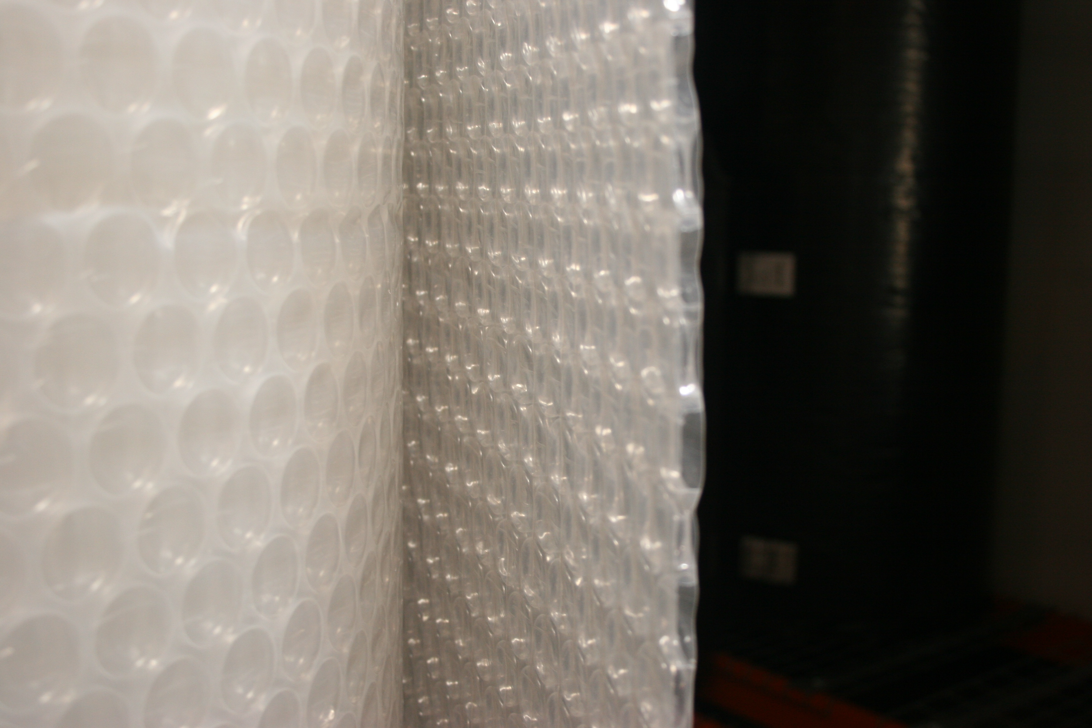 Solawrap_greenhouse_plastic_with_bubbles_4.jpg